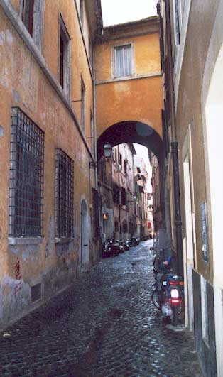 Portique dans les rues de Rome