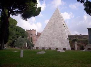 Pyramide Cestia ou Cestius à Rome