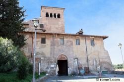 Quatre saints couronnés à Rome