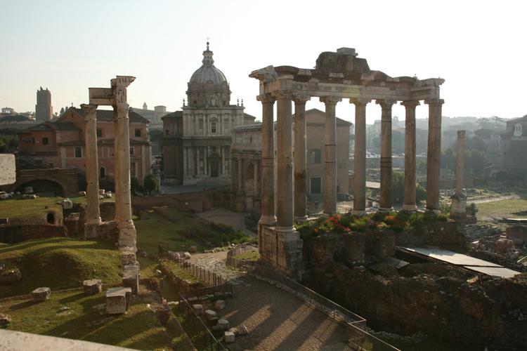 Le temple de Saturne dans le forum romain
