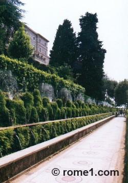 allée des cent fontaines à la villa d'Este à Tivoli