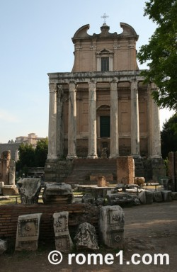 temple d'Antonin et Faustine san Lorenzo Rome