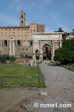 via sacra dans le forum romain